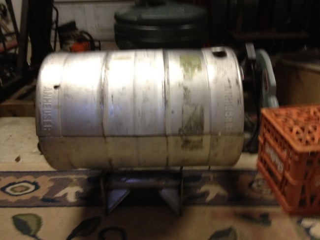 How to make a grill out of a beer keg 1