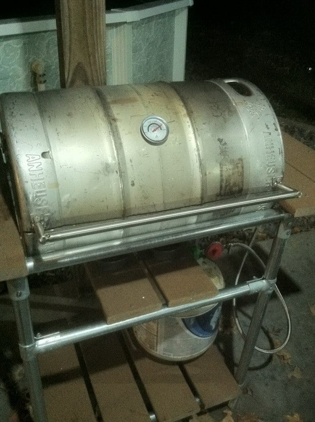 How to make a grill out of a beer keg 9