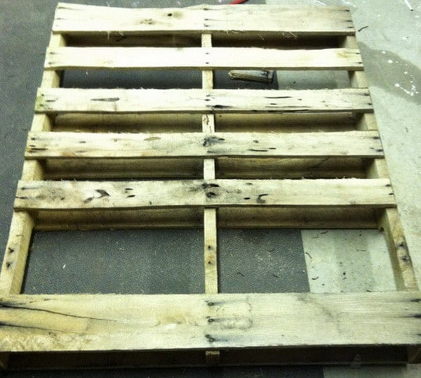 How to make a coffee table out of a wooden pallet easy for How to build a coffee table out of pallets