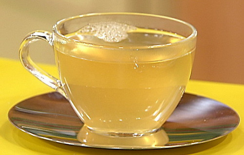 make a honey tea for a sore throat