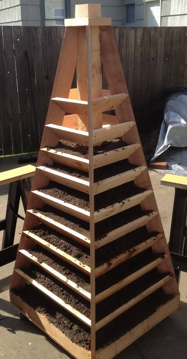 Vertical Garden Pyramid Tower_11