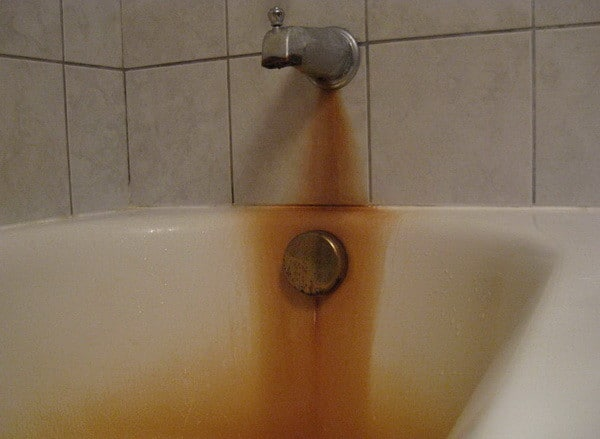 before cleaning bathtub rust
