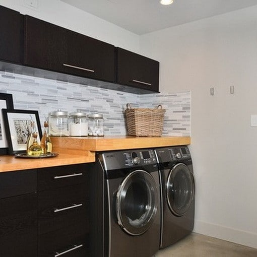 82 laundry room ideas ways to organize your laundry room for Decorate a laundry room