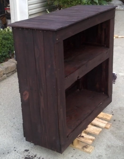 How to build a shelving cabinet from a wooden pallet for Building stuff out of pallets