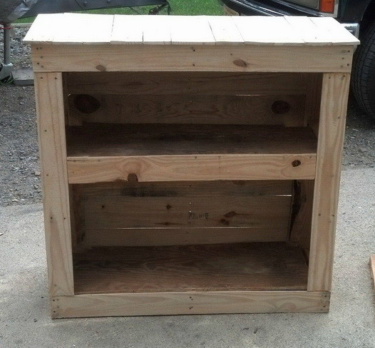 How to build a shelving cabinet from a wooden pallet - Cupboards made from pallets ...