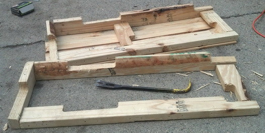 Make a shelving unit from a wooden pallet_09