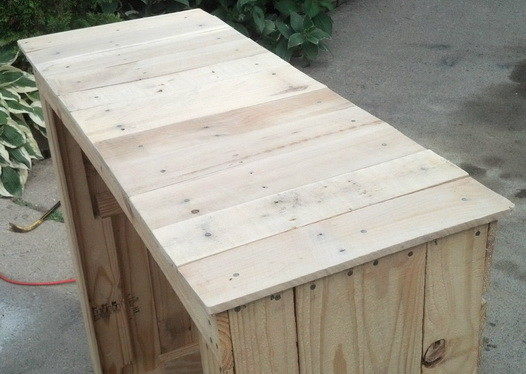 Make a shelving unit from a wooden pallet_10