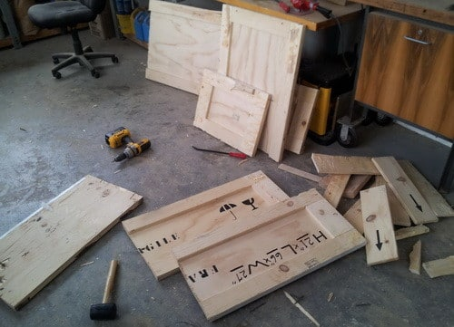 How To Build A Bookshelf From A Wooden Shipping Crate_9