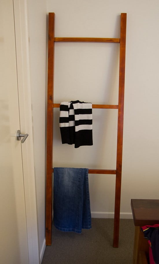 How To Make A Wooden Clothing Ladder Rack_07