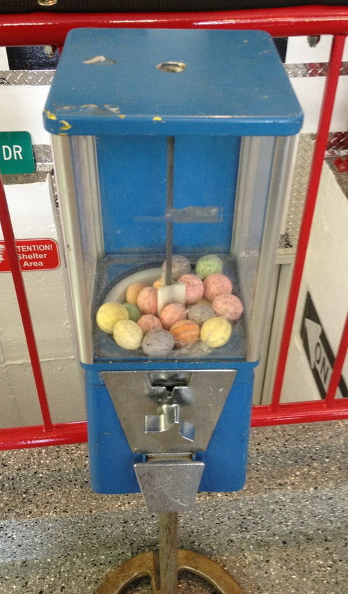 How To Restore A Vintage Gumball Machine_05