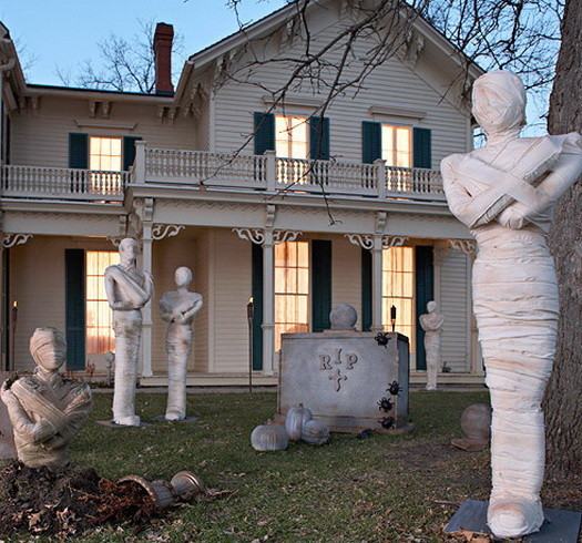 Scary Outdoor Halloween Decorations And Silhouettes_08