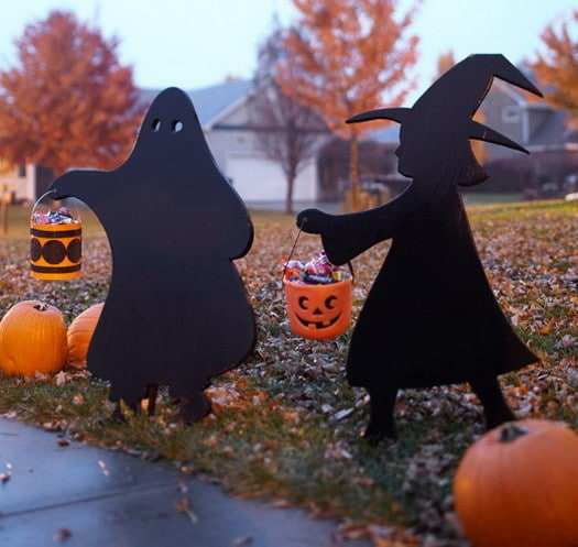 Scary Outdoor Halloween Decorations And Silhouettes_09