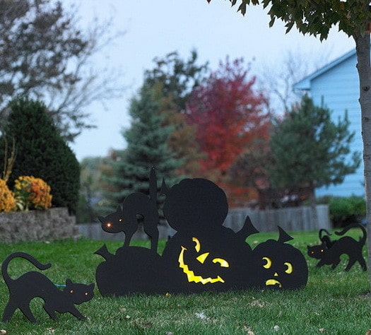 Scary Outdoor Halloween Decorations And Silhouettes_10