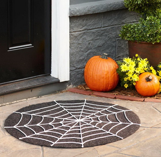 Scary Outdoor Halloween Decorations And Silhouettes_16