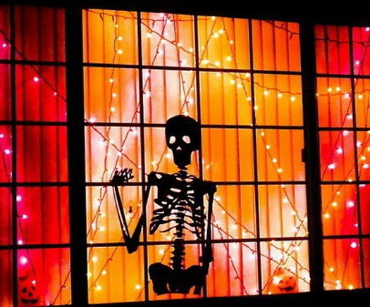 Scary Outdoor Halloween Decorations And Silhouettes_25