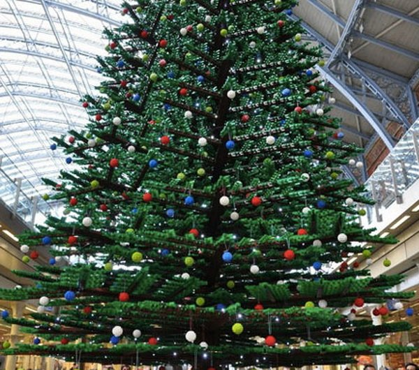 33_Foot_Tall_Christmas_Tree_in_London