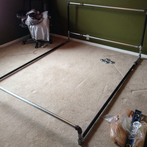 How To Build A Bed Frame Out Of Metal Pipe_5