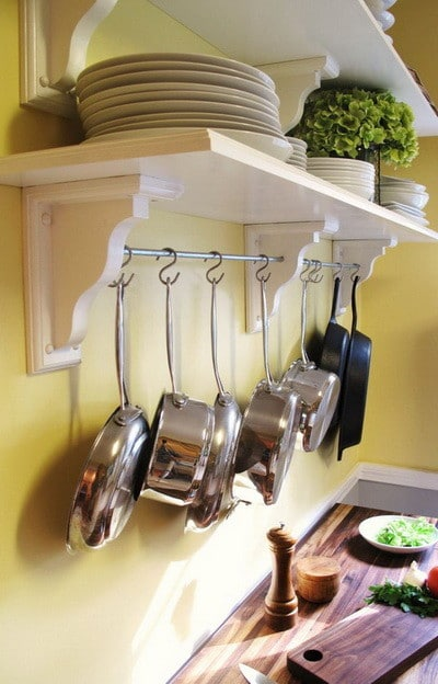 30 kitchen pots and pans storage solutions - Ideas para colgar trapos de cocina ...