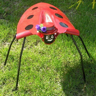 garden bug made from a shovel