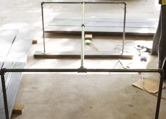 DIY Metal Pipe Table_4