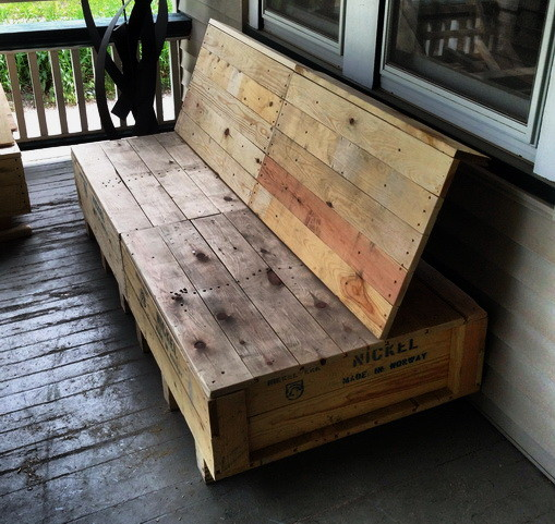 Wooden Shipping Crate Turned Into Furniture_6_exposure