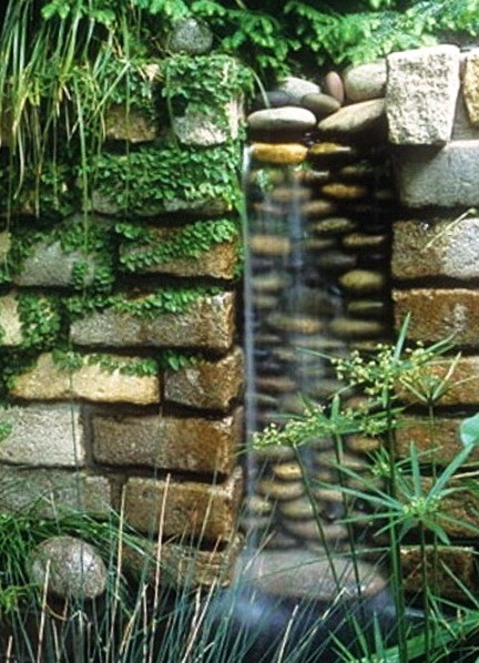 30 Creative Outdoor Backyard Water Walls_19