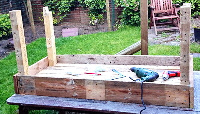 DIY Garden Planter Made From A Pallet_08