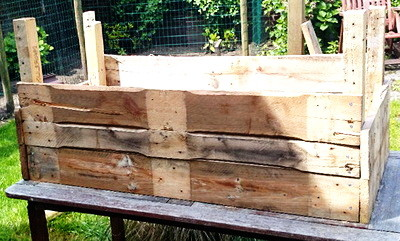 DIY Garden Planter Made From A Pallet_09
