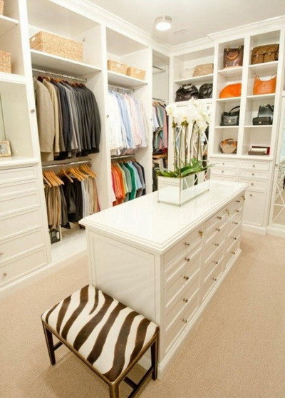 40 amazing walk in closet ideas and organization designs. Black Bedroom Furniture Sets. Home Design Ideas