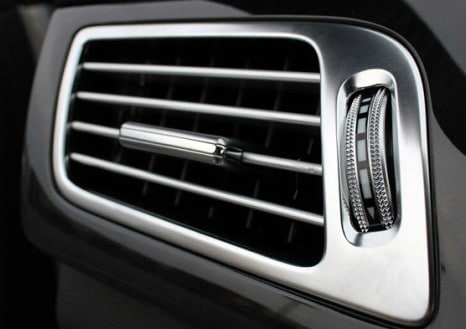 adjust car ac vent to blow air on you