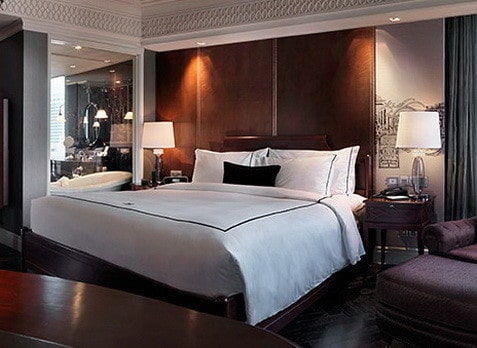 30 luxury hotel style themed bedroom ideas for Hotel bedroom design