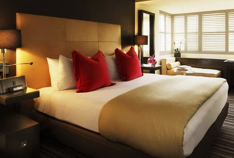30 Hotel Style Bedroom Ideas_23